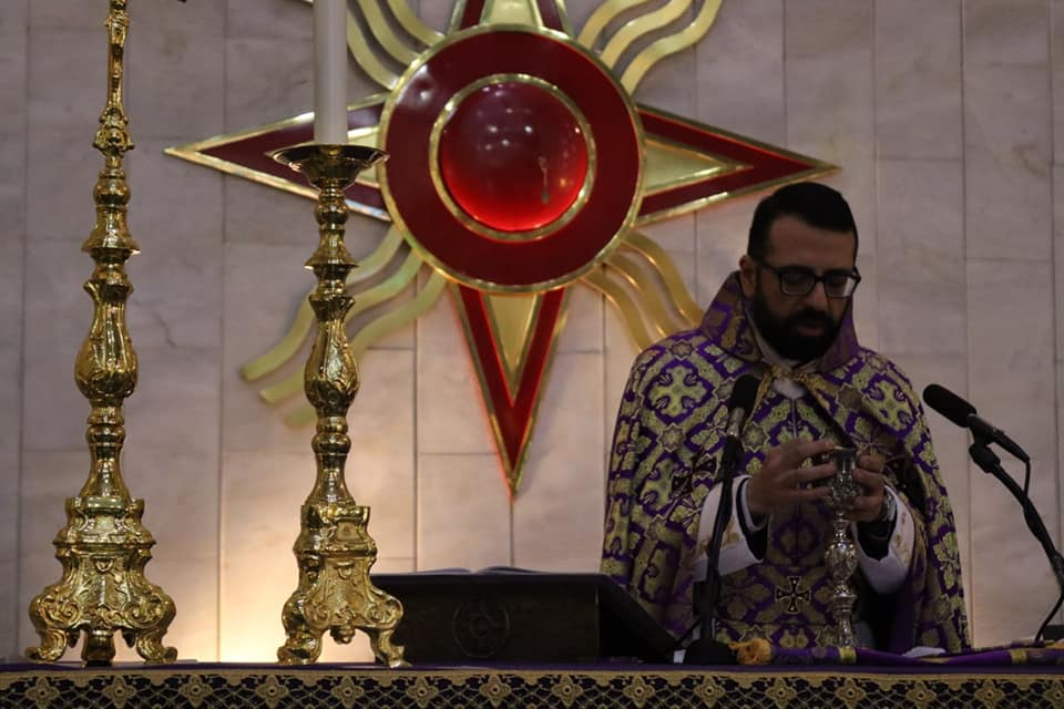 Holy Mass of the Thursday of Mysteries